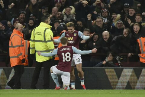 Villa scores late to beat Leicester, reach League Cup final