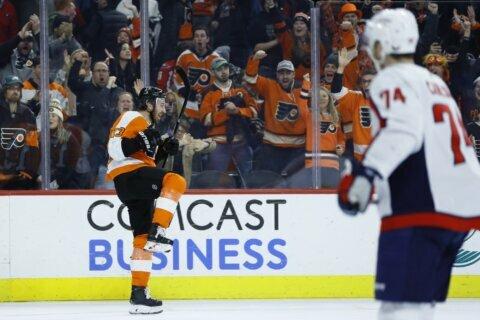 Hayes leads Flyers past Washington