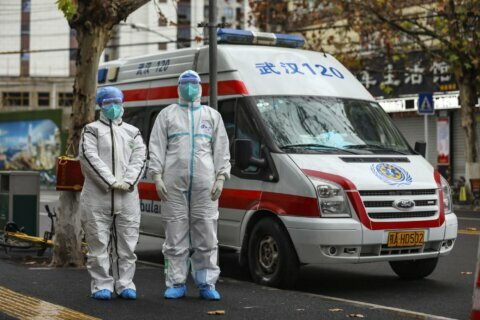 China extends holiday to contain virus as death toll rises