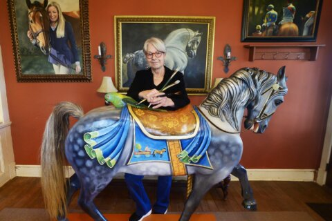Maryland artist paints carousel horse to fulfill former owner's dream