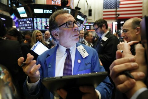 Stocks rise as investors focus on solid corporate earnings