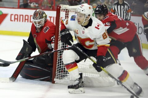 Hogberg makes 40 saves, Senators beat Flames 5-2