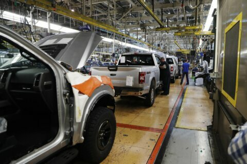 Tailgate woes cause Ford F-150 recall in Canada, but not US