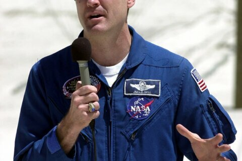 Judge: Jurors can't hear of ex-astronaut's DUI in crash case