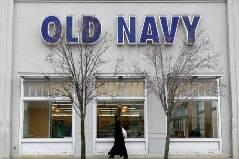 Gap dumps plans to spin off Old Navy as a separate entity