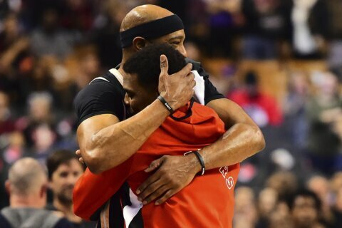 Lowry leads Raptors past Hawks for eighth straight win