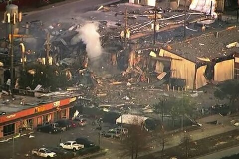 Houston mayor, others help residents after deadly blast