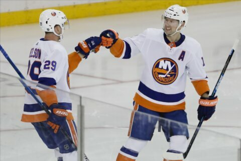 Bailey, Greiss help Islanders hold on to beat Rangers 4-2