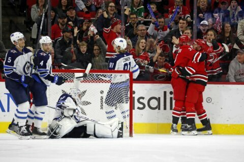 Williams scores twice, leads Hurricanes past Jets 4-1