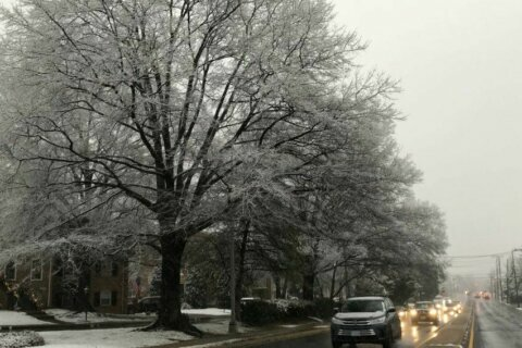 Wind advisory issued after snow squalls, ice in the morning