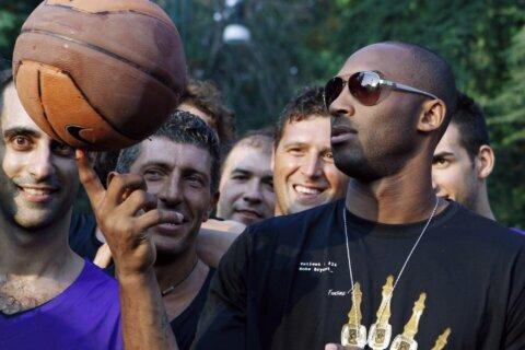 AC Milan pays tribute to Kobe Bryant at San Siro match