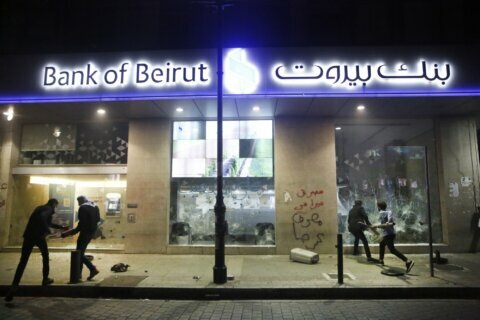 Facing humiliating controls, Lebanese focus fury on banks