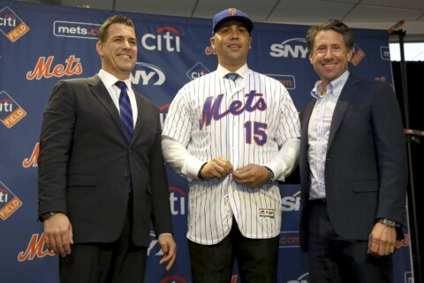 New Mets manager Beltrán out amid sign-stealing scandal