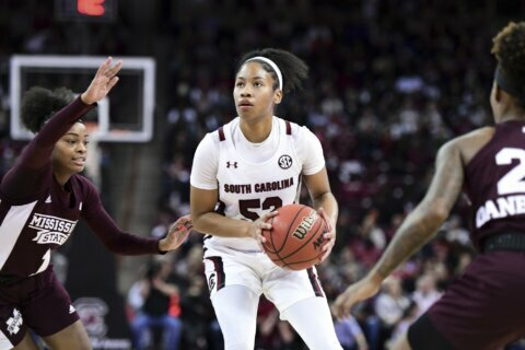 Howard helps No. 1 South Carolina beat No. 9 Miss. St. 81-79