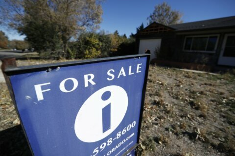 US long-term mortgage rates ease; 30-year loan at 3.72%
