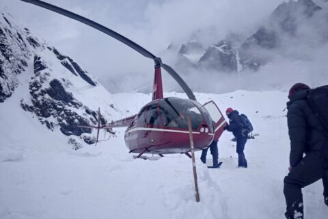 Rescuers resume search for 4 Korean climbers, 3 Nepal guides