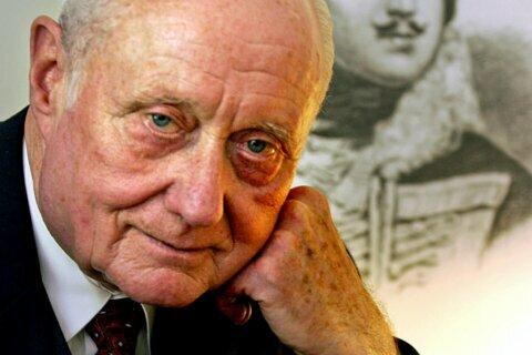 Coroner featured in 'Midnight in the Garden' book dies at 88
