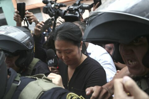 Peru judge orders detention for Fujimori during graft probe