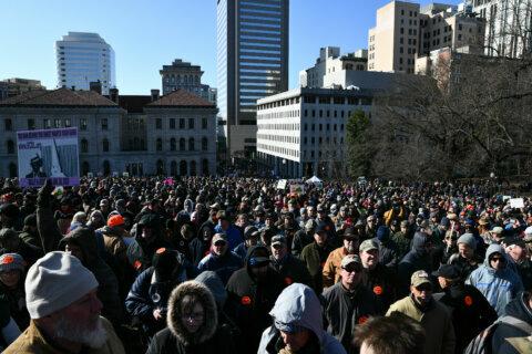 Prosecutors drop mask-wearing charge filed after Virginia gun rally