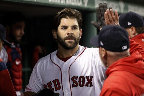 Moreland stays with Red Sox, gets $3 million contract