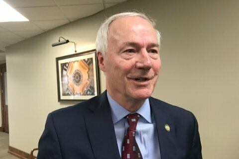 Arkansas governor defends decision to accept new refugees