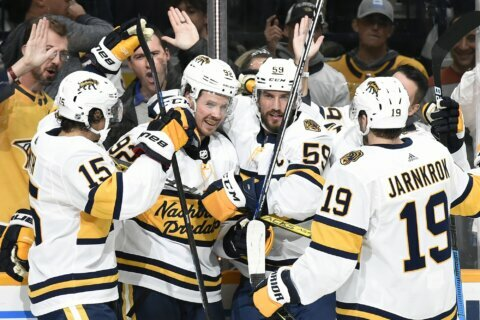 Smith's late power-play goal leads Predators over Sabres 2-1
