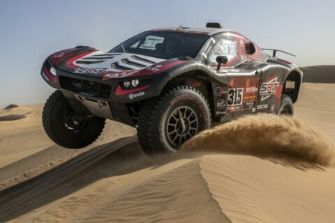 Dakar minus grieving motorbike riders gives drivers problems