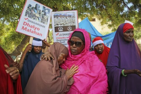 Somali mourners march against extremist blast that killed 79