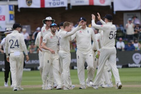 Bess takes 5 wickets as de Kock, rain hold up England