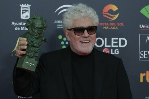 """Almodóvar, Banderas triumph with """"Pain and Glory"""" at Goyas"""