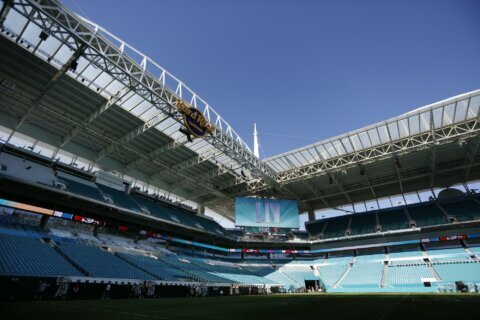 Thousands of workers preparing Miami stadium for Super Bowl