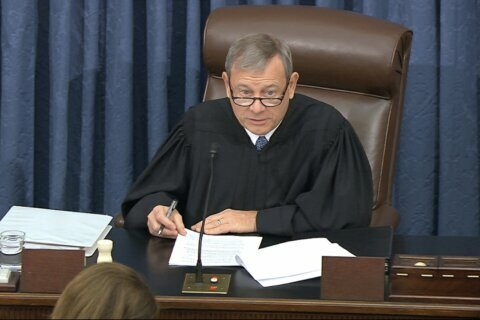 Chief justice juggles 2 jobs in overseeing impeachment trial
