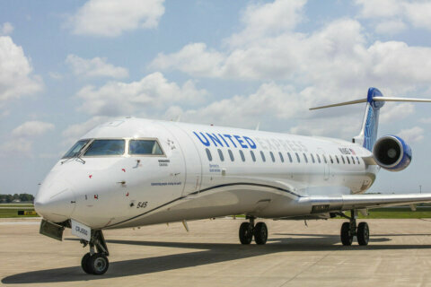 United Airlines starts an hourly DC to NY shuttle