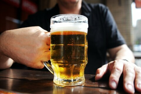 US adults who binge drink are drinking even more, study says