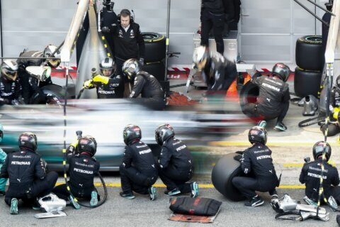 F1 tests: Mercedes innovates with wheel adjustment system