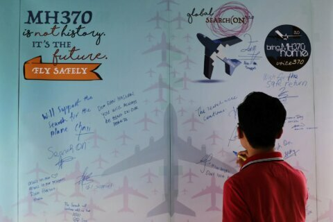 Abbott says top Malaysian leaders suspected pilot of MH370