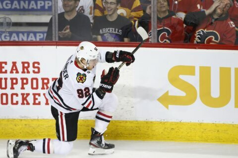 Nylander nets 2, Blackhawks beat Flames 8-4 to snap skid