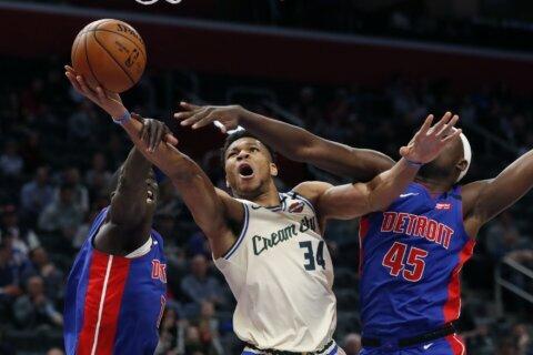 Antetokounmpo scores 33, leads Bucks to rout of Pistons