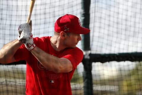 Cards' Goldschmidt looking for consistent swing