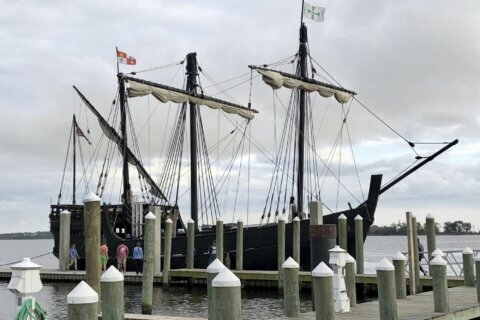 Columbus ship replicas sail into Mississippi harbor