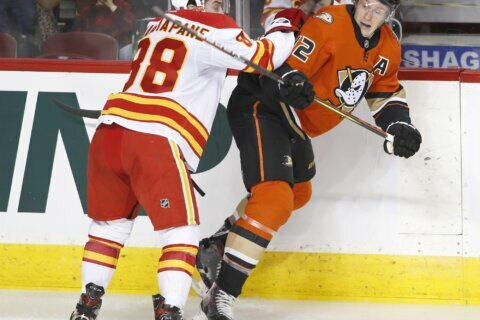 Mangiapane scores 3 times as Flames beat Ducks 6-4