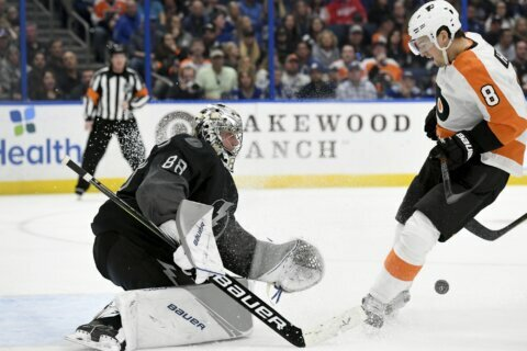 Lightning top Flyers for team-record 11th straight home win