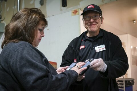 Apps help volunteers get excess food to the hungry