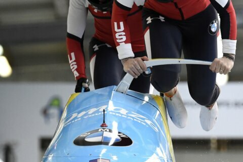Humphries leads at midpoint of bobsled world championships