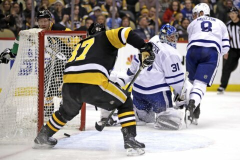 Crosby's four points leads Penguins past Maple Leafs, 5-2