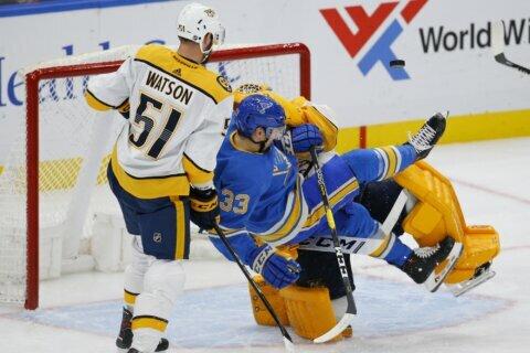 Predators top Blues 4-3 on Granlund's power-play goal