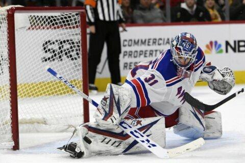 Rangers score 5 times in third period, top Blackhawks 6-3