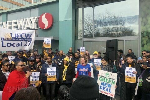 Safeway workers threaten strike in March if contract deal not reached