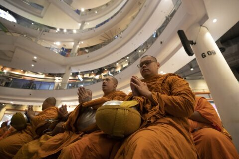 Thai mall reopens after honoring victims of mass shooting