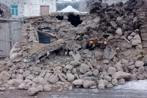 Nine dead in Turkey as 5.7 earthquake strikes western Iran